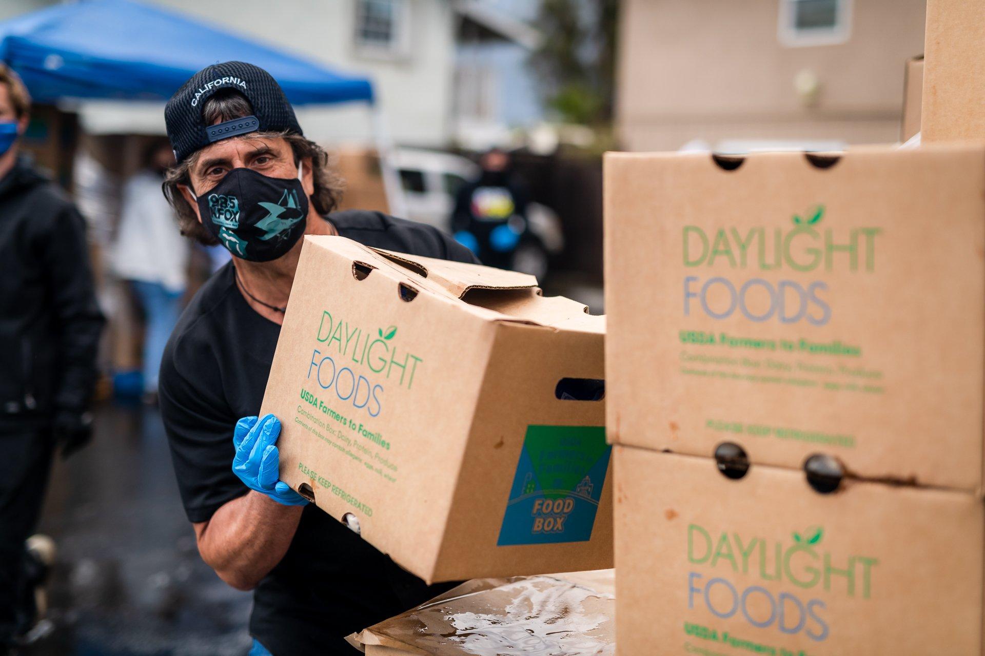 KFOX (CHRIS JACKSON) VOLUNTEER AWARENESS - FOOD DISTRIBUTION